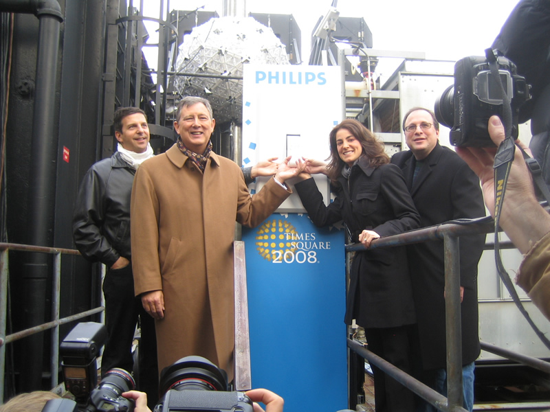 Testing the Times Square Ball switch for the media with the CEO from Philips Lighting